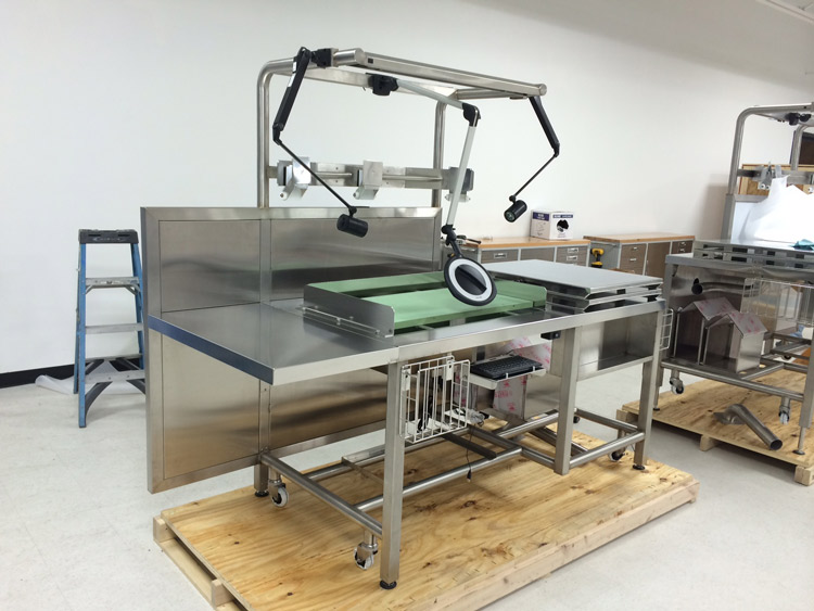 custom-workstation-fabrication-for-cleanrooms