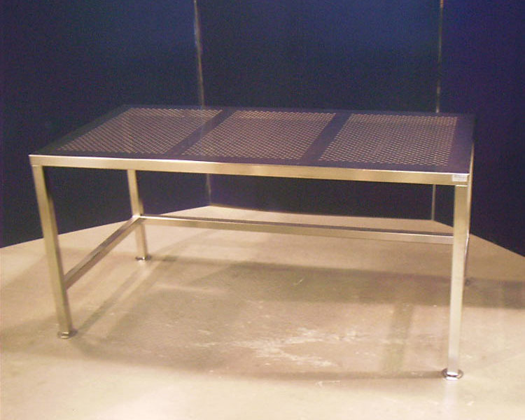 custom-cleanroom-and-manufacturing-tables