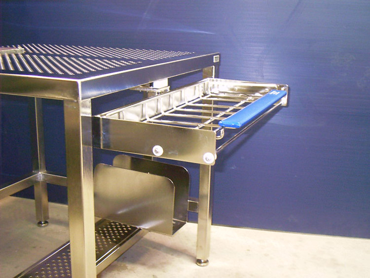 custom-workstations-for-manufacturing-industry